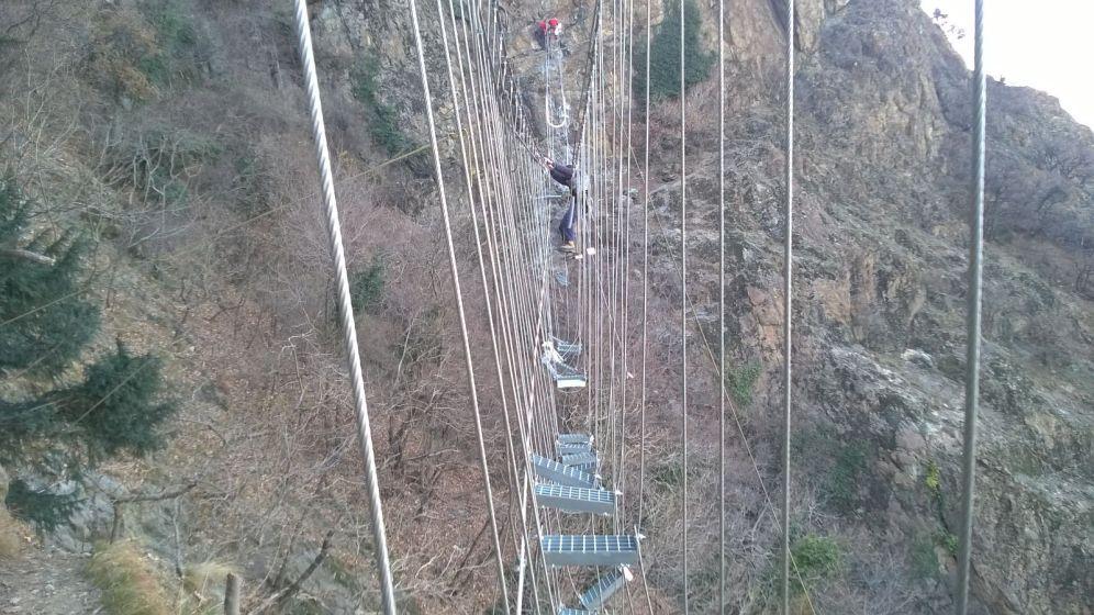 La costruzione del ponte tibetano