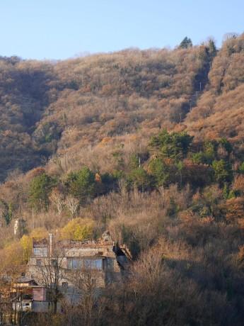 Il castello abbaziale all'inizio della mulattiera